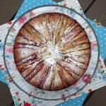 Migdałowe ciasto z rabarbarem i białą czekoladą
