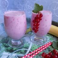 Jogurtowy koktajl z porzeczkami i bananem
