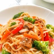 szybki sezamowy stir-fry z warzywami