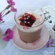 Mrożona kawa z lodami i jagodową nutką.