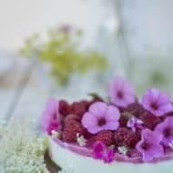Sernik bezglutenowy z kalafiorem i malinami (paleo, bez cukru i pieczenia)