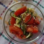 Surówka z cukinii i pomidorów z bazylią
