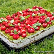 Truskawkowa polana. Ciasto szpinakowo-bazyliowe z truskawkami i kremem
