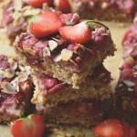 Pełne zdrowia ciasto z płatków owsianych i truskawek. Idealne na piknik!