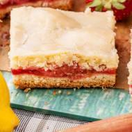 Cytrynowe ciasto kruche z truskawkami i rabarbarem