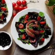 Ośmiornica z chimichurri na sałatce z czarną quinoą