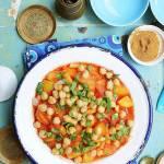 Gulasz z ziemniakami, fasolką szparagową i ciecierzycą