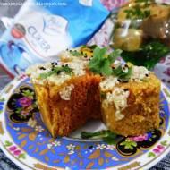 Dhokla- indyjski placek z ciecierzycy gotowany na parze (Vege & Gluten Free)