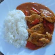 Filet z kurczaka w sosie pomidorowo-pikantnym z ryżem
