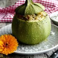 Okrągła cukinia faszerowana mięsem z indyka z ryżem i warzywami