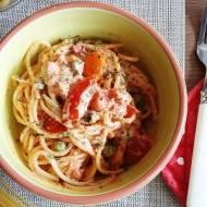 Spaghetti z mascarpone, pomidorami i zielonym groszkiem