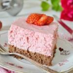 Ciasto czekoladowe z musem truskawkowym