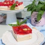Grysikowe ciasto z owocami i galaterką