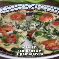Omlet szpinakowy z pomidorem