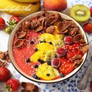 Truskawkowe smoothie bowl z płatkami