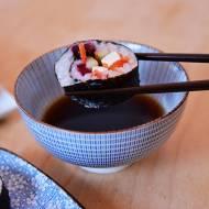 wegańskie sushi z burakiem i wędzonym tofu