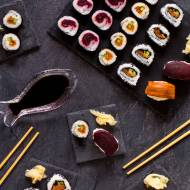 """Wegańskie sushi z """"łososiem"""" z marchewki i """"tuńczykiem"""" z buraka"""