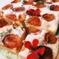 Ciasto ucierane z morelami, białym serem i świeżym tymiankiem
