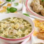Zupa koperkowa z marchewkowymi pulpetami i makaronem