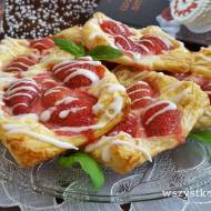 Ciastka francuskie z serem i truskawkami