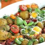 Bób zapiekany z jajkiem i ziemniakami