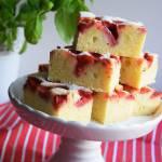 Ciasto dokładnie zważone z truskawkami