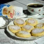 Placuszki biszkoptowe z cukrem pudrem