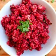 5 składnikowa sałatka z buraków i kaszy jaglanej. Pyszna i zdrowa opcja na lunch.