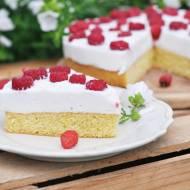 Dietetyczne ciasto biszkoptowe z jogurtową pianką i malinami | bezglutenowe, bez cukru |