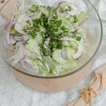 Kremowa surówka z ogórków gruntowych - idealna do grilla