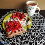 Kakaowe gofry z truskawkami