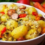 Letnia zapiekanka z młodymi ziemniakami i kalafiorem