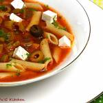 Zupa pomidorowa z makaronem i serem