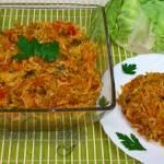 Kapusta duszona z pomidorami do obiadu lub mięsa