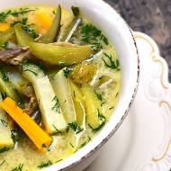Zupa ogórkowa z kalarepką