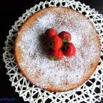 Ciasto z truskawkami przekładane galaretką truskawkową