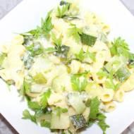 Makaron z cukinią w sosie śmietanowo-serowym