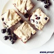 Bezglutenowe ciasto z bezą i czarnymi porzeczkami