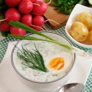 Chłodnik ogórkowo-koperkowy z rzodkiewką i jajkiem