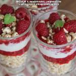 Deser z malinami, jogurtem i pszenicą ekspandowaną