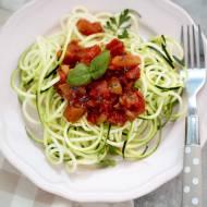 Makaron z cukinii z sosem pomidorowym  – post dr Dąbrowskiej
