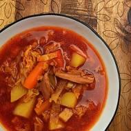 Zupa z kapusty włoskiej na wędzonym kurczaku