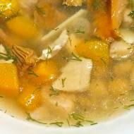 Zupa z kurkami, cieciorką i pstrągiem