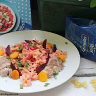 Botwinkowe kokardki z indykiem, warzywami i sosem serowym #lubelloveinspiracje  #lubella #lubellamini