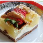 Dwukolorowy sernik z gruszkami