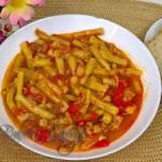 Przepis na pyszną fasolkę szparagową z kurczakiem i pomidorami - którą możemy podać z pieczywem, ryżem lub ziemniakami