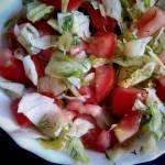 Surówka z sałaty lodowej i pomidora