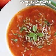 Prosta i aromatyczna zupa ze świeżych pomidorów