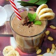 Koktajl czekoladowo-bananowy z masłem orzechowym (masło orzechowe w proszku)
