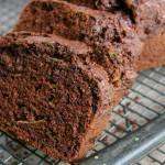 Pełnoziarnisty, podwójnie czekoladowy chlebek z cukinią (wegański, bez białego cukru)